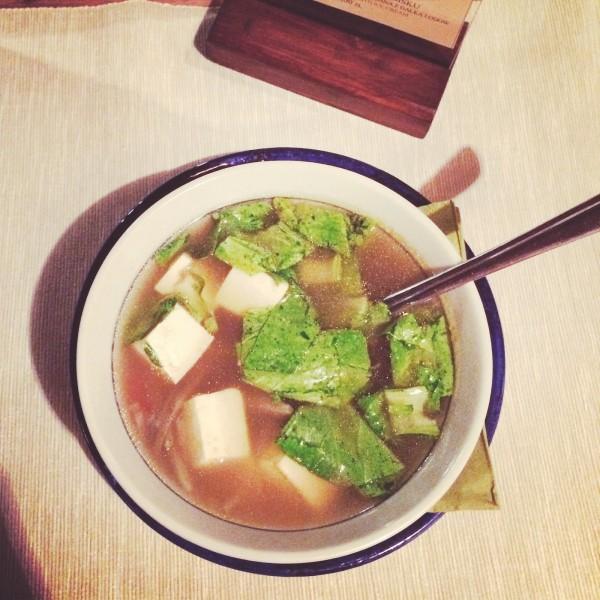 Zupa z łopianu z pak choy i tofu
