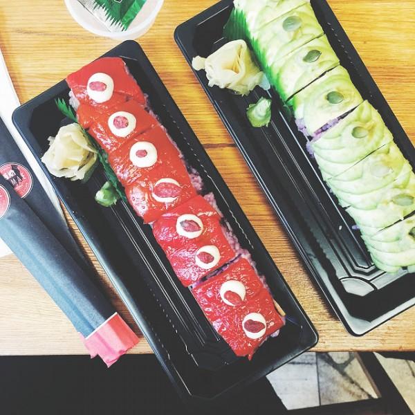 Sushi z pieczoną papryką i jagodami goji