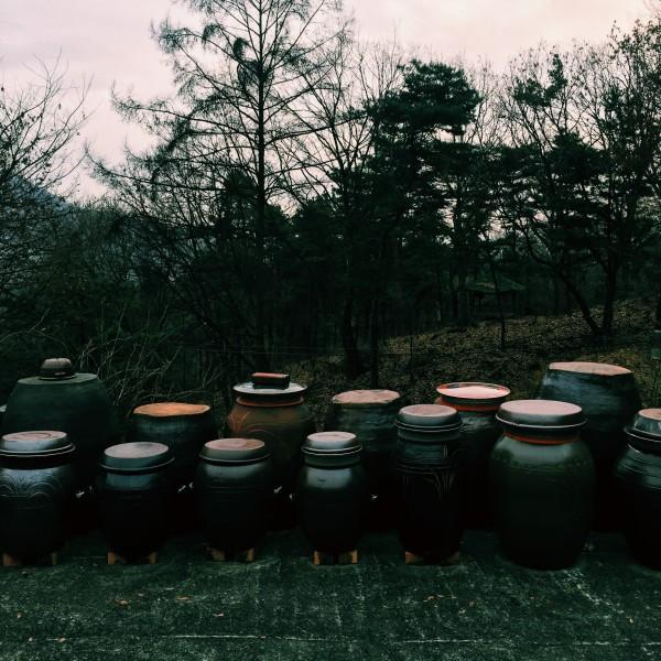 Naczynia z pastami jang i sosem sojowym